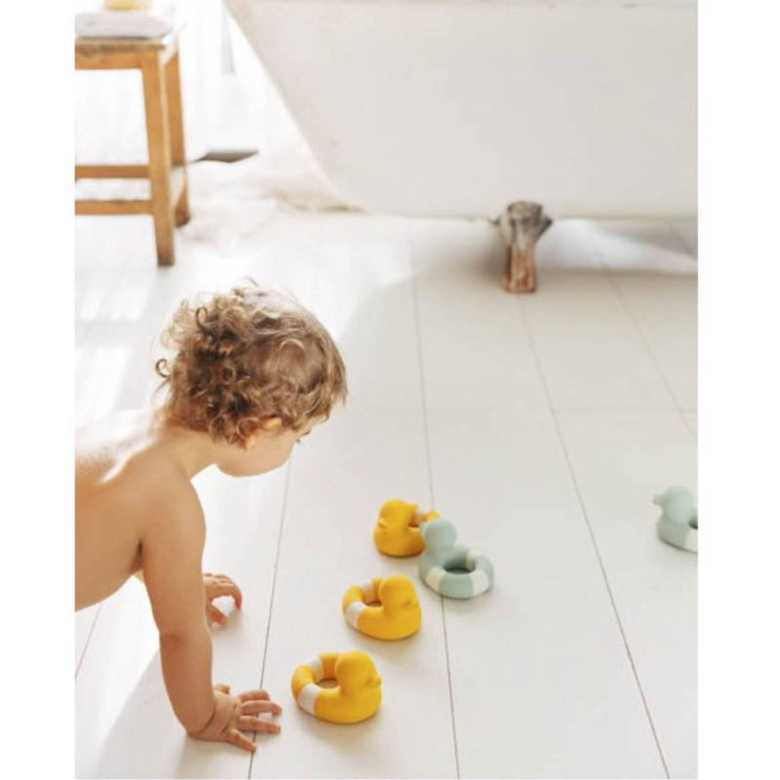 Flo The Floatie Duck Bath Toy In Yellow 0+