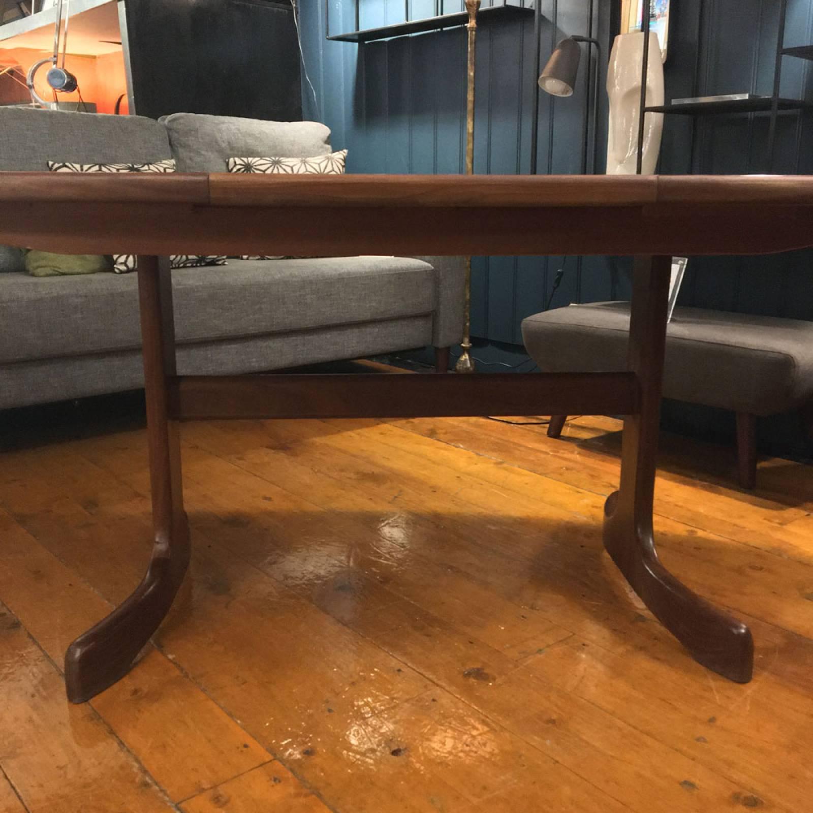 1960s G Plan Fresco Model 4388D Teak Oval Extending Dining Table thumbnails