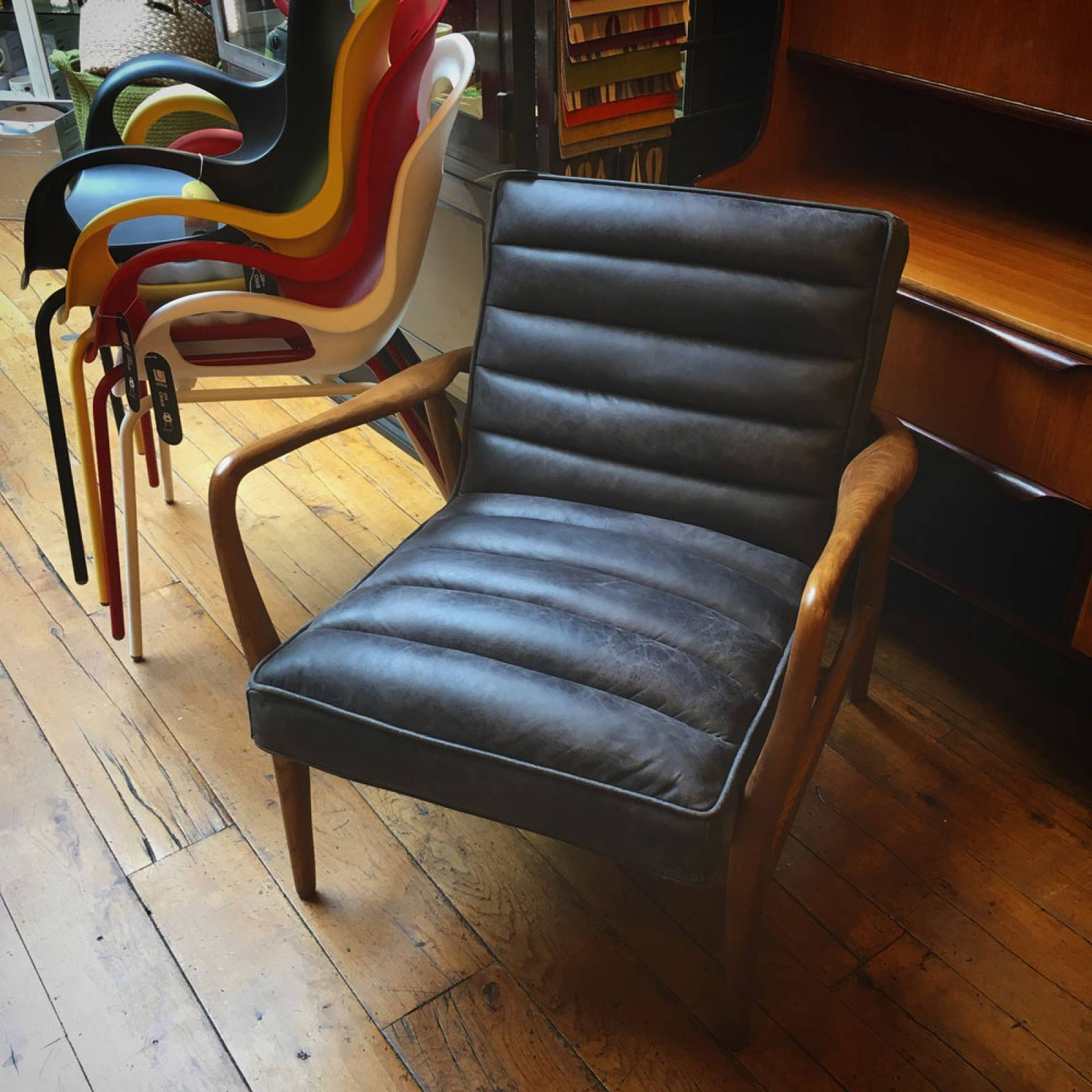 Auto Armchair Ebony Leather and Oak Frame thumbnails