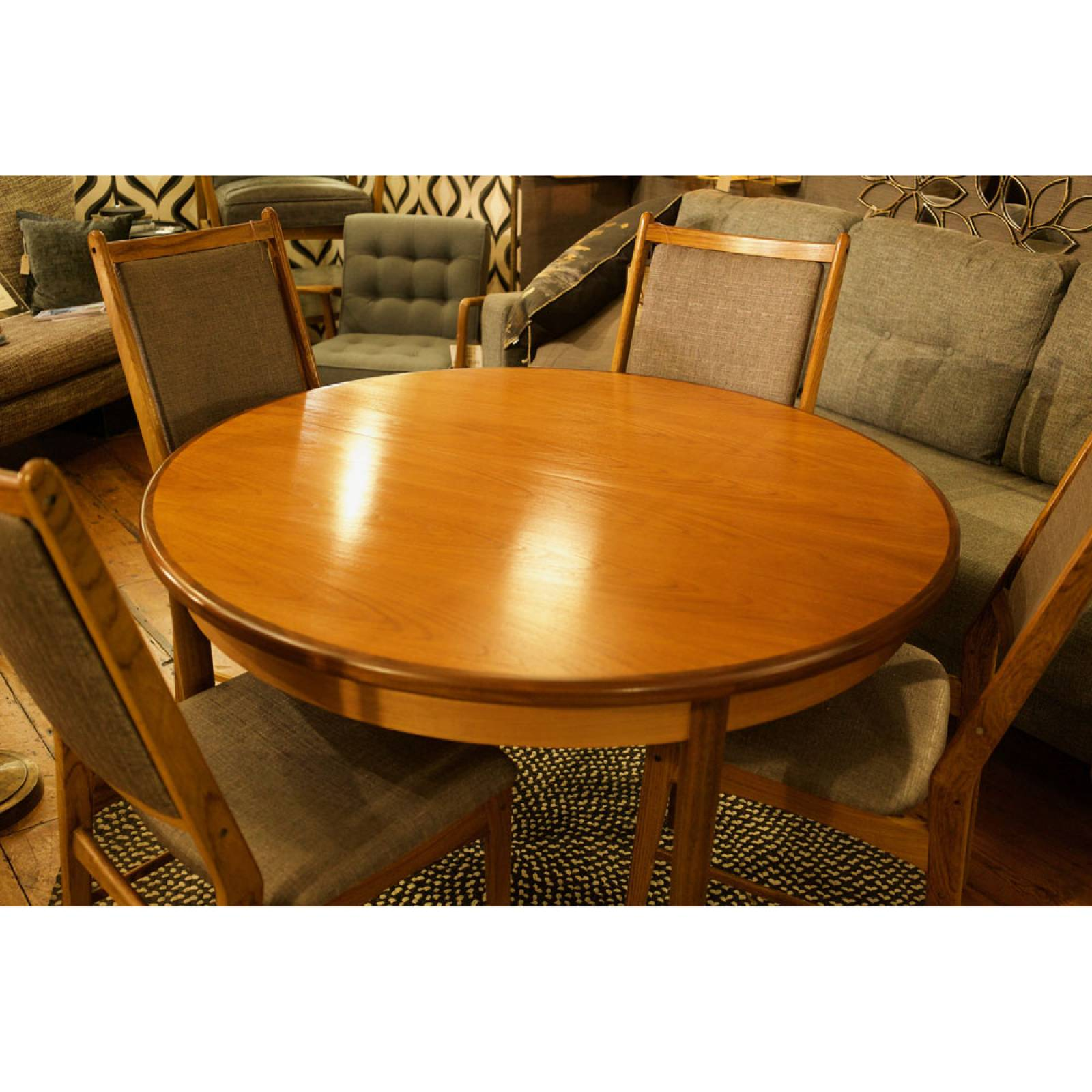 G Plan Fresco Circular Extending Dining Table thumbnails