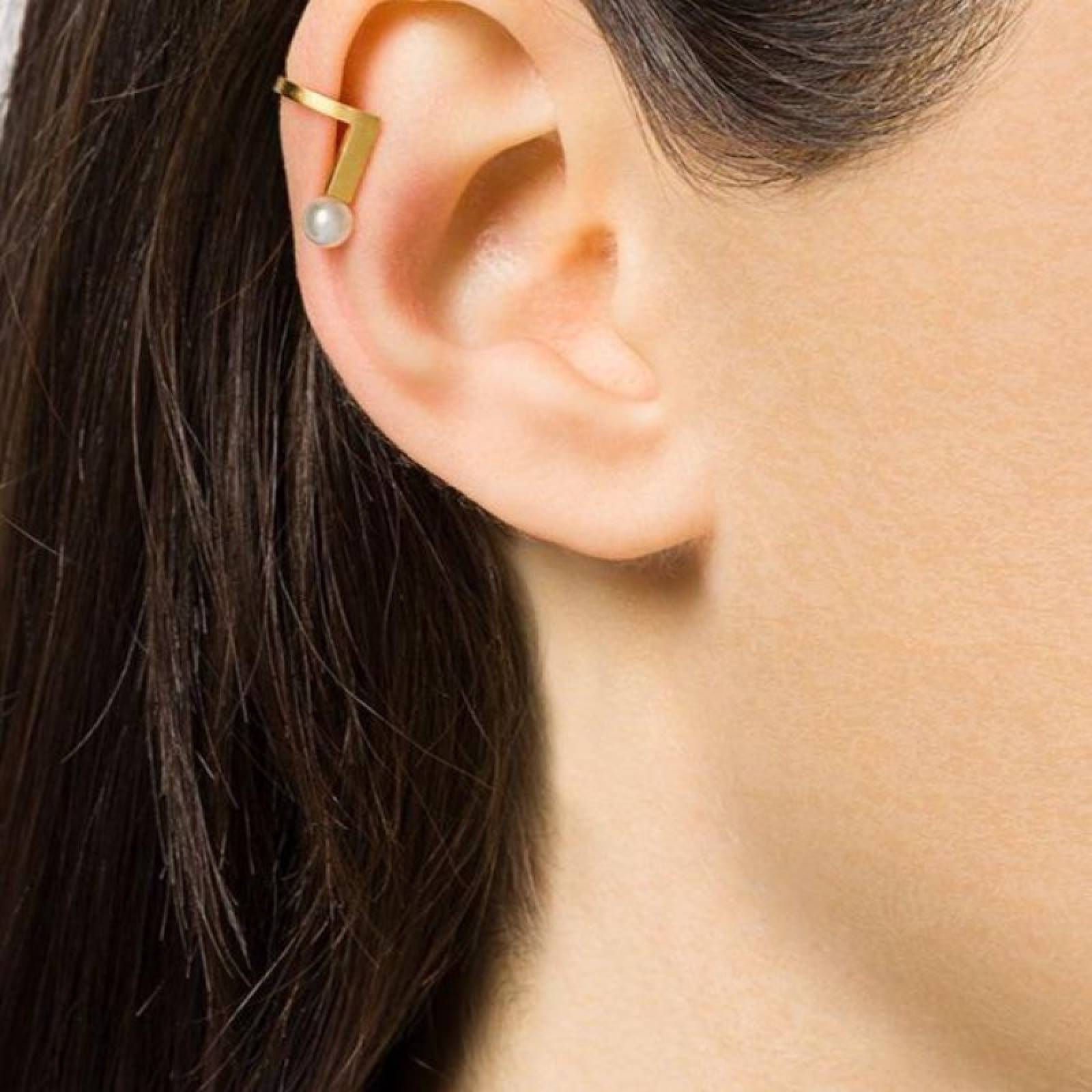 Gold With Pearl Ear Cuff thumbnails