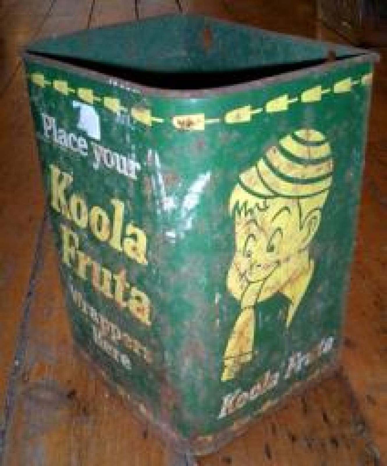 Koola Fruta, wall mounted bin