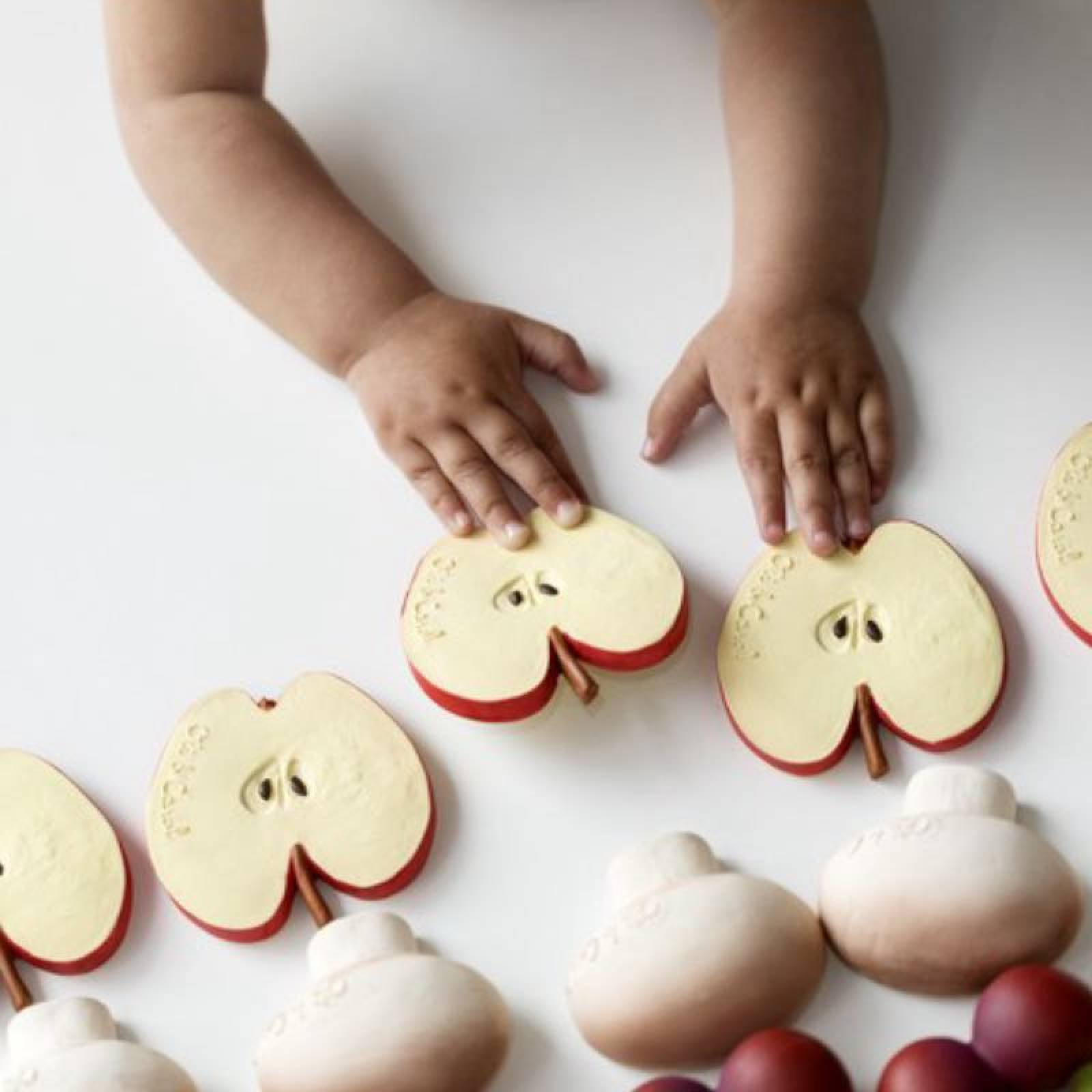 Pepita The Apple - Natural Rubber Teething Toy 0+ thumbnails