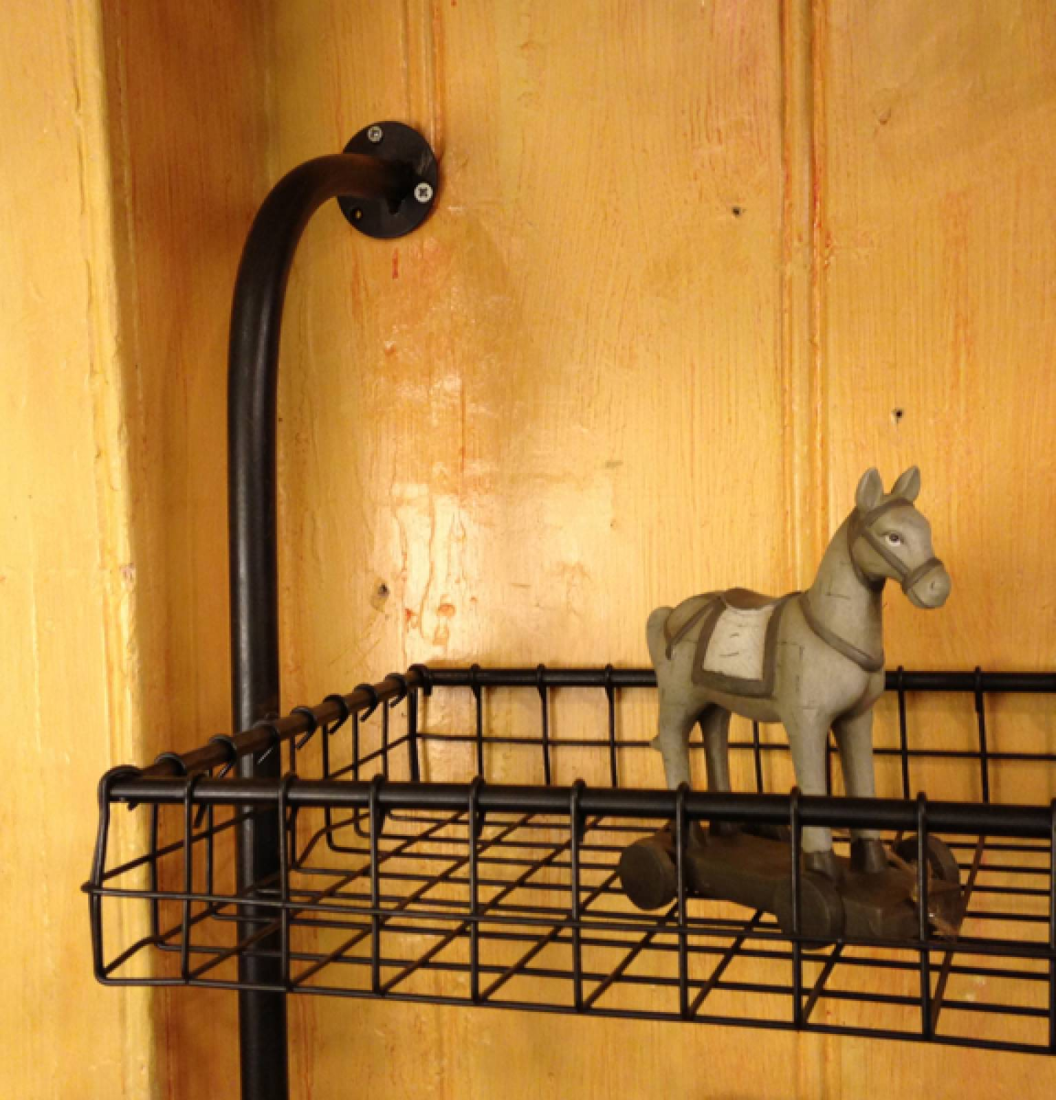 Wall Mounting Shelf Unit With 4 Wire Shelves thumbnails