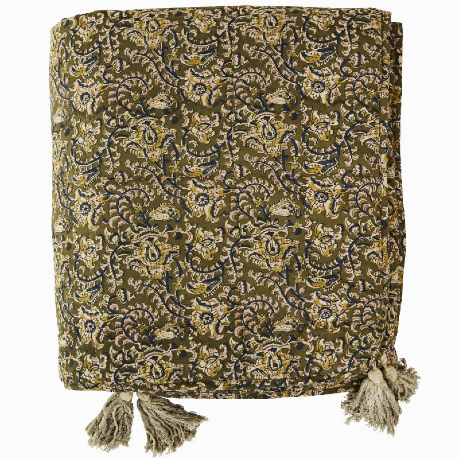 Quilted Cotton Blanket Throw With Tassels In Olive Green