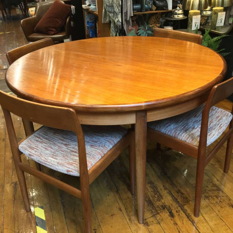 1960s G Plan Fresco Model 4385 Circular Extending Dining Table