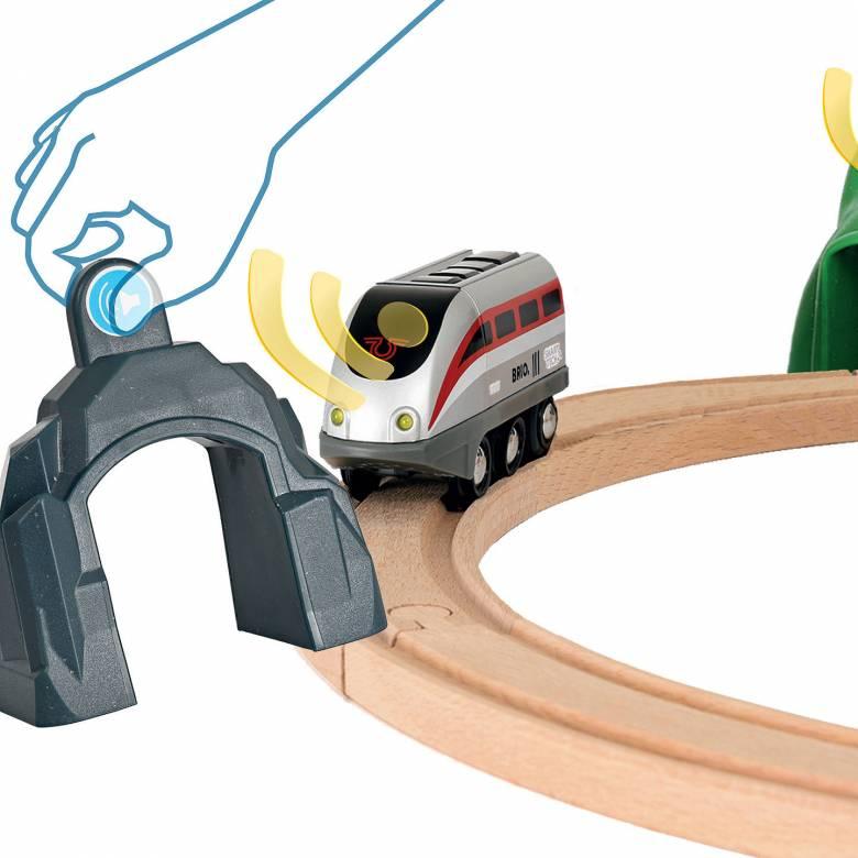 Smart Tech Engine Set + Action Tunnels BRIO Wooden Railway 3+