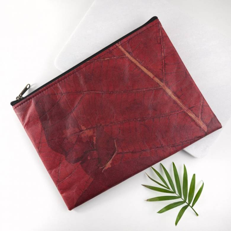 Clutch Bag In Leaf Leather - Red