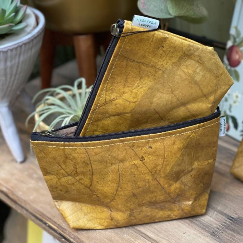Make Up Bag In Leaf Leather - Yellow