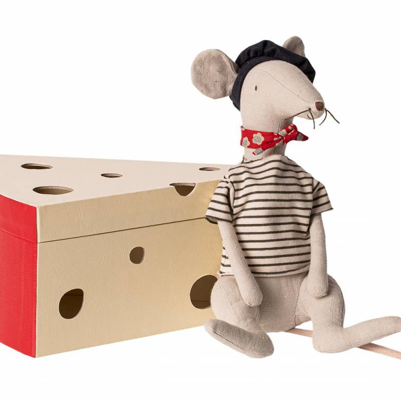 Monsieur Rat in his Maison de Fromage.