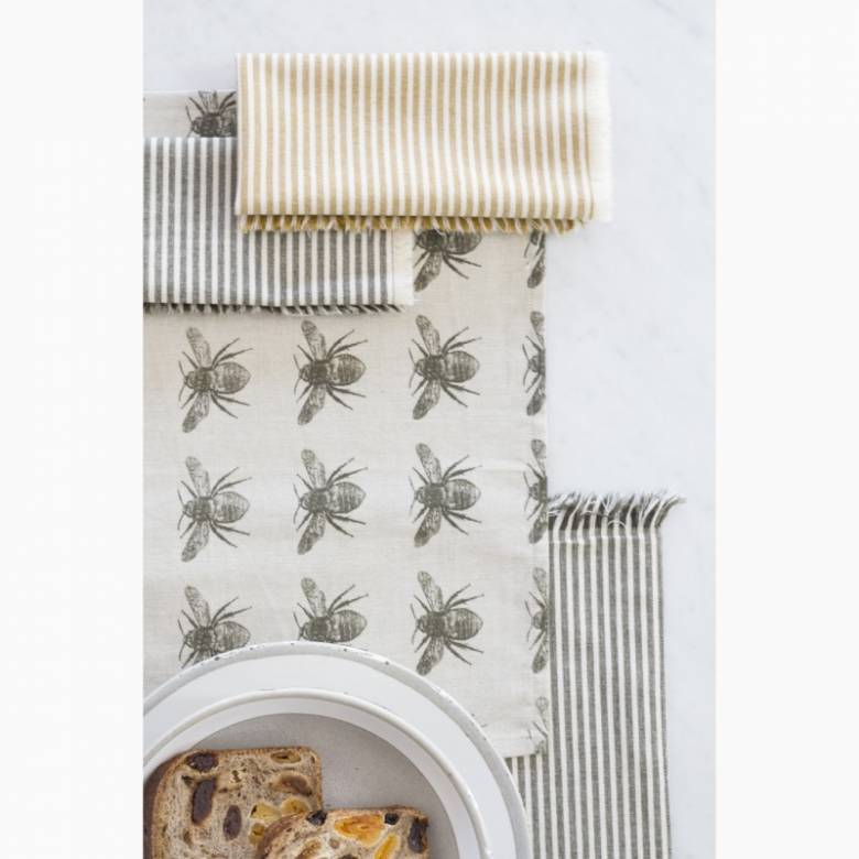 Set Of 4 Recycled Honey Bee Napkins In Olive Green